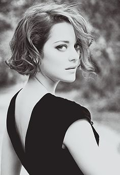 Marion Cotillard chin-length hair.