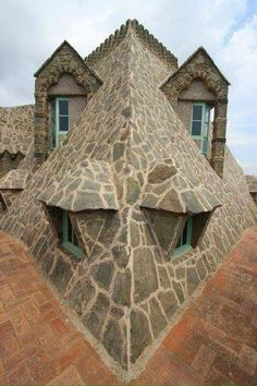 House with a face!
