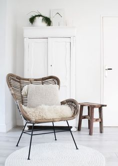 Rotan, I love it! Interior, Happy New Home, New Homes, Home Decor, Home Deco, Cosy Corner, Teak Lounge Chair, Dining Chair Upholstery, Upholstered Chairs