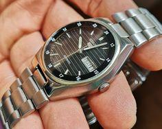Just 50 EUR :) SEIKO 5  6309 AUTOMATICO PARA HOMBRE. DIA Y FECHA. Seiko, Omega Watch, Things To Sell, Calendar Date, Clock, Men