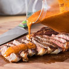 Burnt Onion Steak Sauce - Combining a multitude of flavors into one killer sauce. Burnt onion, grapefruit, capers and gochujang are just some of the ingredients in this thick sauce that's the ideal mix of sweet, tangy and spicy. Sauce Steak, Steak Sauce Recipes, Marinade Sauce, Beef Recipes, Cooking Recipes, Cooking Tips, Easy Recipes, Delicious Recipes, Homemade Aioli