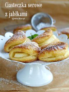Ciasteczka serowe z jabłkiem Polish Desserts, Polish Recipes, Pie Recipes, Dessert Recipes, Cooking Recipes, Something Sweet, Confectionery, Cupcake Cookies, Pretzel Bites