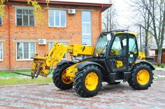 This week begins with a telescopic forklift! You can see more pics on http://www.machineryzone.de/gebrauchte/teleskoplader/1/3514/jcb.html