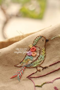 Best Free of Charge bird Embroidery Designs Strategies Collection Y is a minimalist design created by Spain-based designer Kutarq Studio. Creative Embroidery, Hand Embroidery Stitches, Embroidery Hoop Art, Crewel Embroidery, Hand Embroidery Designs, Embroidery Techniques, Ribbon Embroidery, Cross Stitch Embroidery, Embroidery Patterns