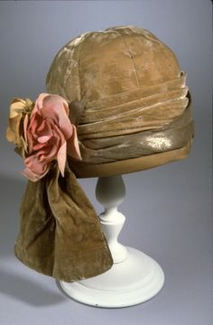Cloche hat of olive green silk velvet, 1920-1926 | University of North Texas