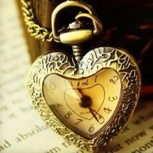 Vintage Style Heart Clock