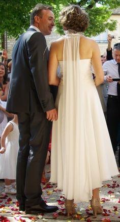 Robe de mariée modèle Lou d'Elsa Gary, 2013.   Achetée neuve 872 €, portée une fois (le jour du mariage...).   Parfait état. Facture disponible.   Composée d'une robe de base en mousseline et polyester et d'un top comportant une mini-traine dans le dos. L