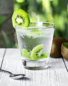 Kiwi has been found to benefit the microbiome! Research has shown that 24 hours after consuming kiwi… – open-end-aluminums Infused Water Recipes, Fruit Infused Water, Infused Water Bottle, Water Bottles, Infused Waters, Nutrition Tips, Diet Tips, Diet Recipes, Smoothie Recipes