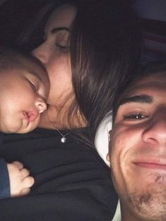 Image uploaded by N A N C Y. Find images and videos about love, couple and goals on We Heart It - the app to get lost in what you love. Cute Family, Baby Family, Family Goals, Couple Goals, Family Life, Future Mom, Future Goals, Relationship Goals Pictures, Cute Relationships