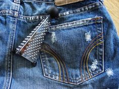 The Craft Junkie: How To Shred Your Blue Jeans.  Collecting Levi's and grating them getting ready for fall.