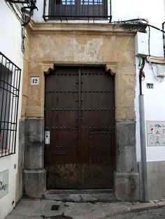 gothic door, Cordoba, Spain | Flickr: Intercambio de fotos