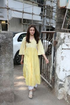 PHOTOS: Alia Bhatt pampers herself at the salon post wrapping up Kalank Ethnic Outfits, Indian Outfits, Fashion Outfits, Indian Attire, Indian Ethnic Wear, Ethnic Suit, Pakistani Dresses, Indian Dresses, Casual Indian Fashion