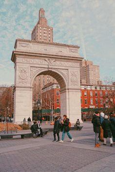 Washington Square Park, New York Washington Square Park Nyc, American Humor, New York Pizza, Nova, City Icon, York Restaurants, Nyc Life, New York City Travel, Nyc Art