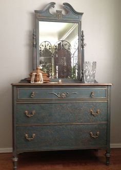 How to Use Wall Spackling, a Stencil and Paint for a GLAM Look