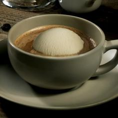 Coffee hour with Häagen-Dazs.