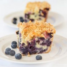 This easy and delicious blueberry buckle with key lime syrup will bring smiles to the table, whether you serve it for breakfast or dessert. Köstliche Desserts, Healthy Desserts, Delicious Desserts, Dessert Recipes, Yummy Food, Healthy Recipes, Cottage Cheese Breakfast, Breakfast Cake, Fruit Dishes