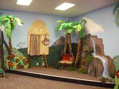 Lists I Live By: Paper Bag Palm Trees and set ideas for SunTreasure Island Safari Theme, Jungle Safari, Jungle Theme, Luau Theme, Hawaiian Theme, Jungle Party, Safari Party, Jungle Jaunt, Off The Map