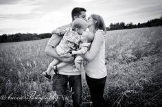 family portrait, family of 4, field photoshoot