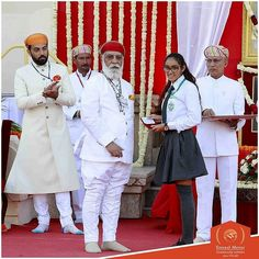 This 14-year-old girl from Udaipur became the first girl to swim from Sea Link near Worli Koliwada to Gateway of India in Mumbai. She took over 6 hours 30 minutes to complete the stretch. On this proudest moment Ms. Gaurvi Singhvi was awarded Maharana Fateh Singh Special Award 2017 by Shriji Arvind Singh Mewar. 14 Year Old Girl, States Of India, Udaipur, First Girl, Beautiful Indian Actress, Turban, Indian Actresses, Transformers, Royalty