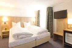 Neue Hotel Ausstattung im Hotel Schleuse in München Bed, Furniture, Home Decor, Homemade Home Decor, Stream Bed, Home Furnishings, Beds, Decoration Home, Arredamento