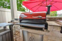 Smoke House Diy, Wood Smokers, Rec Tec, Grilling, Backyard, Outdoor Decor, Yard Ideas, Home Decor, Kitchen