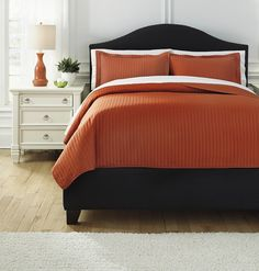 Contemporary Queen Bedding Set - Orange