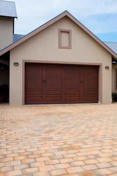 Van Acht inspiration gallery is all you need for inspiration for your project. See Van Acht windows and doors in action. Windows And Doors, Garage Doors, Van, Gallery, Outdoor Decor, Projects, Inspiration, Home Decor, Log Projects