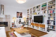 Majitel je milovníkem a sběratelem literatury, proto si dopřál knihovnu v rozměrech 4,75 x 2,70 m, která v místnosti vytváří krásnou kulisu
