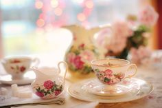Are you planning a Fancy Nancy tea party? Or, would you love to learn more about Fancy Nancy? Check out my ideas for a fun tea party for kids. What Is High Tea, Matcha, Royal News, Pu Erh, Glass Of Champagne, Types Of Tea, Cream Tea, Madame Tussauds, Fancy Nancy