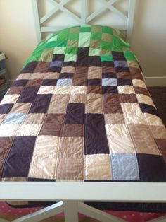 Both of these quilts were inspired by the popular game mine craft. My nephew is moving into his new house and was ready for a newly deco. Minecraft Blanket, Minecraft Quilt, Minecraft Room, Minecraft Bedding, Minecraft Crafts, Minecraft Party, Minecraft Furniture, Deco Gamer, Kids Bedroom