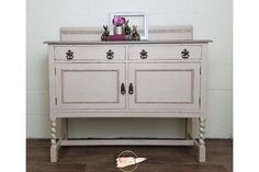 Vintage Oak Cream Sideboard photo 1 Den Furniture, Chalk Paint Furniture, Hand Painted Furniture, Bespoke Furniture, Rustic Furniture, Furniture Ideas, Painted Sideboard, Painted Buffet, Furniture Collection