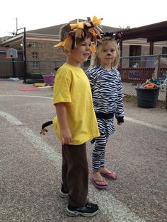 Adapt this costume to make a zebra mane and tail out of black pipe cleaners and black and white felt strips! No Sew No Glue DIY #Halloween Costume #frugal