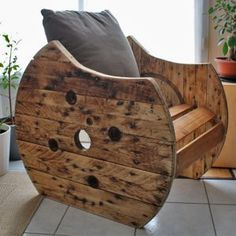 Wooden Spool Projects, Wooden Spool Tables, Wooden Cable Spools, Wood Spool Furniture, Diy Furniture, Diy Para A Casa, Palette Diy, Wood Wine Racks, Single Chair