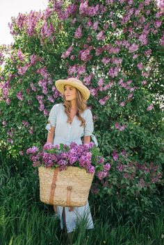 Gal Meets Glam Lilac Season - Reformation dress, Market backpack, Sezane flats & Hat from Lily Charleston Shabby Chic Outdoor Decor, Estilo Glamour, Gal Meets Glam, Purple Hues, Flower Farm, Flower Power, Beautiful Flowers, Spring Fashion, Charleston