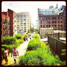 It's a beautiful day for a stroll. #HighLine