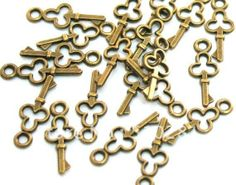 Free ship!!!Bulk 100piece 16mm Filigree Small Key Antique bronze Alloy Pendant Charms Bead US $28.20