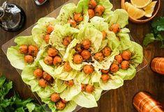 Sallys Rezepte - Mercimekli Köfte / Linsenköfte / vegan / Fingerfood Iftar, Vegan Tacos, Party Finger Foods, Tasty, Yummy Food, Appetizers For Party, Food Videos, Cobb Salad, Cabbage