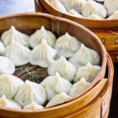 Shanghai soup dumplings, or xiaolongbao. To find out, check out day four of the International Street Food Festival on www. (Xiaolongbao info and pic supplied by Fiona from www. Easy Authentic Chinese Recipes, Chinese Dumplings, Steamed Dumplings, Asian Street Food, Asian Soup, Best Food Ever, Food N, Food Festival, Food Dishes