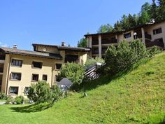 Residenza Margun 1 Silvaplana Set 26 km from Livigno and 5 km from St. Moritz, Residenza Margun 1 offers pet-friendly accommodation in Silvaplana. The unit is 38 km from Davos.  The kitchen features a dishwasher and there is a private bathroom.