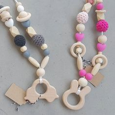 Tof hè!  Mooie kettingen voor als je borstvoeding geeft of je kindje draagt in een draagdoek. Trekken ze niet aan je haar ;) Ketting €13,95 Te koop @blendutstore  en vanaf volgende week @#draagkrachtutrecht  #baby #handmade #crocheting #häkeln #hækling #hakenisfijn #ketting #borstvoedingsketting #draagdoek #necklace #kraamcadeau #tekoop #forsale #bijtring #zwanger #pregnant  Met @mei1979
