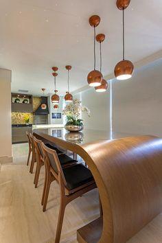 Apartamento Jundiaí por Designer de Interiores e Paisagista Iara Kílaris Dream Home Design, House Design, Design Simples, Ceiling Lights, Table, Furniture, Home Decor, Kitchen Designs, Dining Room Modern