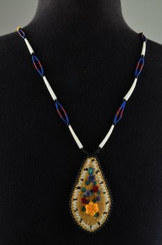 Beaded Tufted Berry Necklace by Corinna M. Native American Animals, Native American Jewelry, Beaded Embroidery, Embroidery Patterns, American Indian Crafts, Native Beading Patterns, Indian Beadwork, Nativity Crafts, Native Art