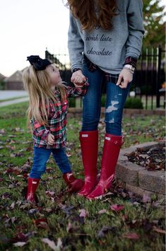 new ideas red hunter boats outfit winter girls Girls Hunter Boots, Hunter Boots Outfit, Hunter Rain Boots, Red Rain Boots, Red Wellies, Ladies Wellies, Oufits Casual, Boating Outfit, Fall Winter Outfits