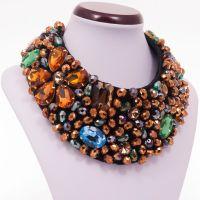 Pixie - Colier statement handmade, confectionat folosind multe cristale multicolore de diferite forme, dimensiuni si culori. O alegere excelenta pentru o femeie increzatoare! Comenzi pe www.boemo.ro