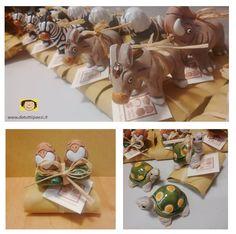 Bomboniere solidali fatte con animalitos in terracotta dipinta da artigiani peruviani, e confezionate su pacchetti di cartapaglia dalle artigiane del Laboratorio solidale Da tutti i Paesi