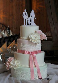 Hääkakku hempein pastellisävyin Cakes, Desserts, Food, Decorating Cakes, Lolly Cake, Food Cakes, Tailgate Desserts, Deserts, Cake Makers