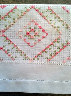 Needlepoint Stitches, Stitch Design, Hand Embroidery, Patches, Quilts, Rugs, Diy, Hand Embroidery Patterns, Hand Embroidery Flowers