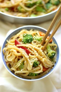 10-Minute Gluten-Free Vegetable Lo Mein (Vegan, Allergy-Free) | Strength and Sunshine @RebeccaGF666 You can have this side dish on the table in 10 minutes! A quick & easy 10-Minute Gluten-Free Vegetable Lo Mein recipe that's better than Chinese take-out, is vegan, and top-8 allergy-free! Great for dinner and perfect for using as healthy leftover lunches! #lomein #glutenfree #vegan #noodles #chinesefood #takeout Buzzfeed, Food Truck, Dinner Healthy, Chops Recipe, Pork Chops, Easy Pork Chop Recipes, Spaghetti, Easy Meals, Dinner Recipes