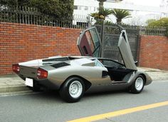 Lamborghini Countach 1977 Maintenance of old vehicles: the material for new cogs/casters/gears could be cast polyamide which I (Cast polyamide) can produce