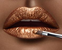 The Metallic Lipstick Beauty Trend: Affordable & Natural Buys Metallic Lipstick, Lipstick Art, Lipstick Colors, Liquid Lipstick, Lip Colors, Violet Lipstick, Lipstick Brands, Metalic Lips, Metallic Gold